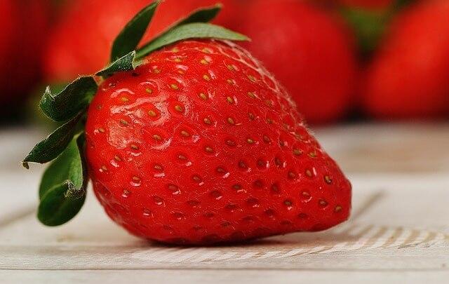 strawberries-1303818_640